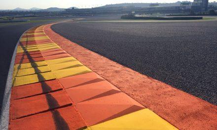 El Circuit decora sus escapatorias y reasfalta la recta de meta