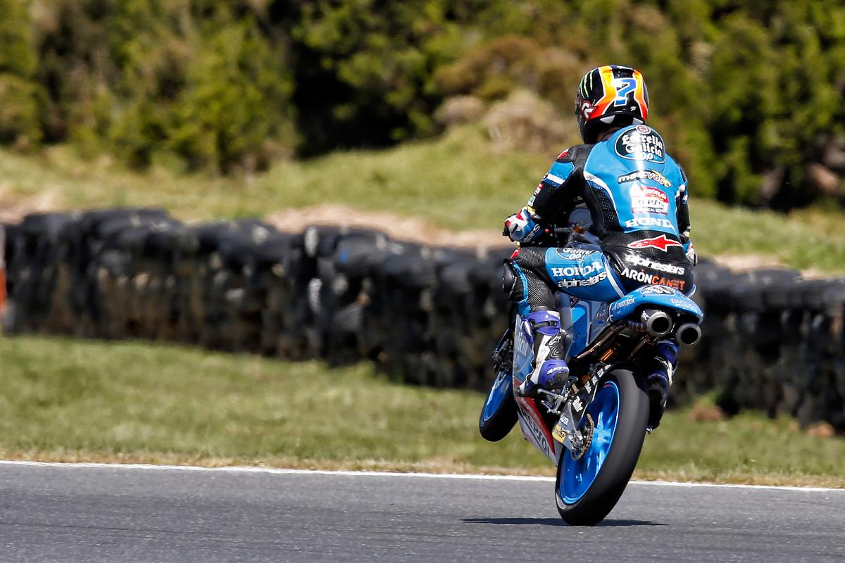 Arón Canet, tercero, logra su primer podio en una accidentada ...