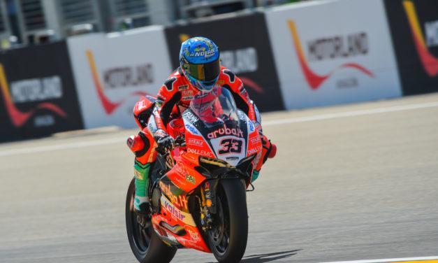 Melandri marca el ritmo en la primera jornada de las Superbikes en MotorLand