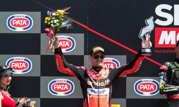 Davies segundo en la carrera 2 en Imola, Melandri obligado a retirarse debido a un contacto