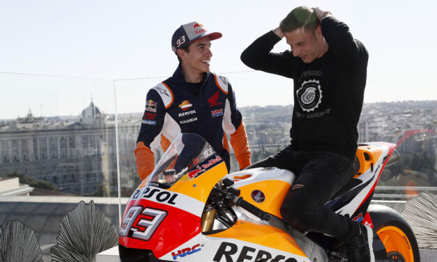 Márquez le enseña su MotoGP a Joaquín