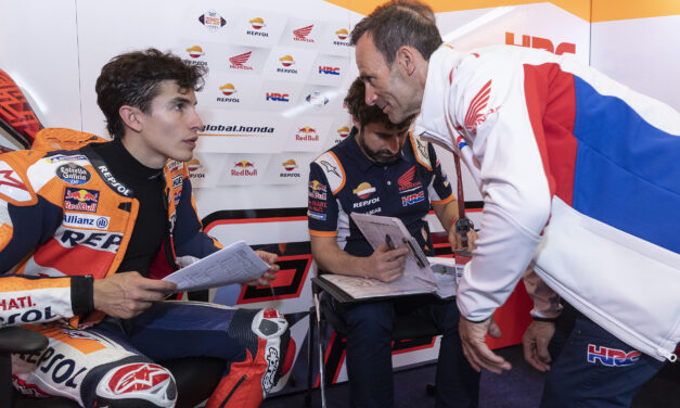 """Alberto Puig: """"Cuando el neumático empezó a gastarse, Marc pudo mantener el ritmo y otros pilotos, no"""""""